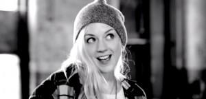 Savner du hun du vet? Trøst deg med Emily Kinneys nyeste musikkvideo!