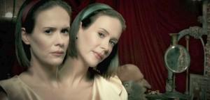 Lurer du på hvordan sesongene av «American Horror Story» henger sammen? I kveld får du svar