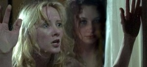Skrekk og gru! I fredagsfilmen får Anne Heche et spøkelse på nakken