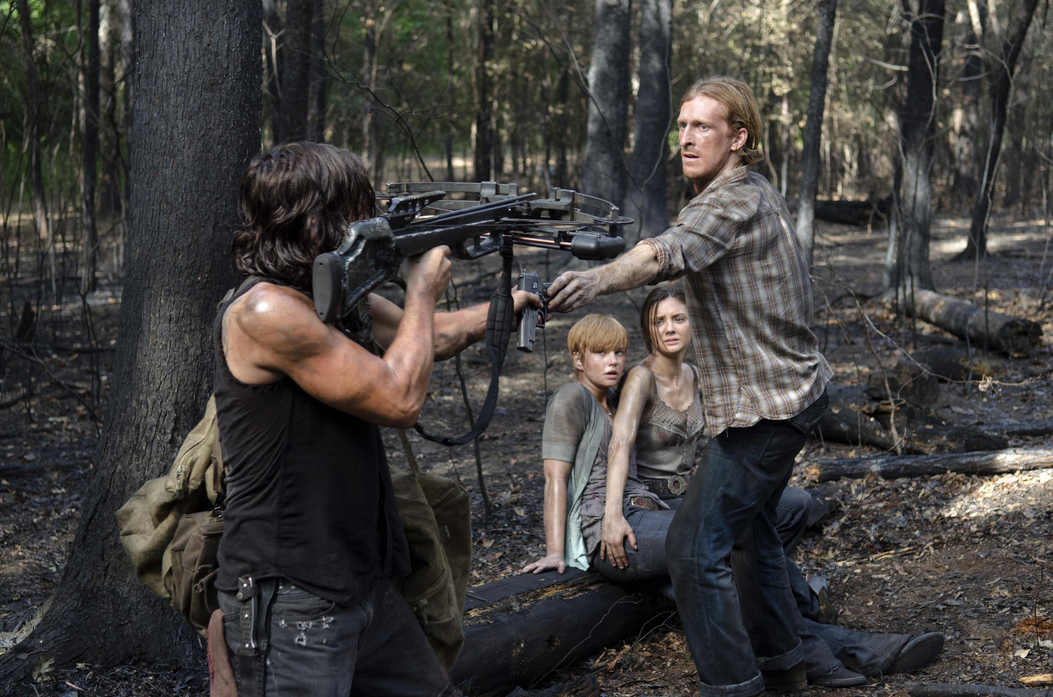 Daryl-Takes-Dwights-Gun-in-The-Walking-Dead-Season-6-Episode-6